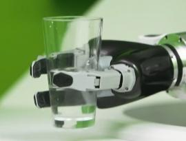 2022년 AI 로봇 바텐더 40만대